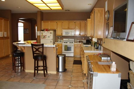 8186 Laguna Brook Way kitchen