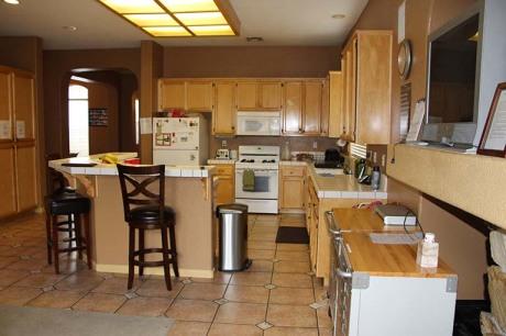 8186 Laguna Brook Way kitchen