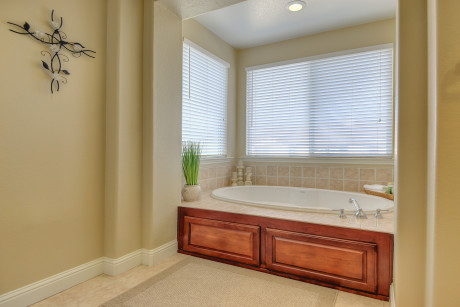 Roseville CA home for sale 4656 Cattalo Way Master Suite bath