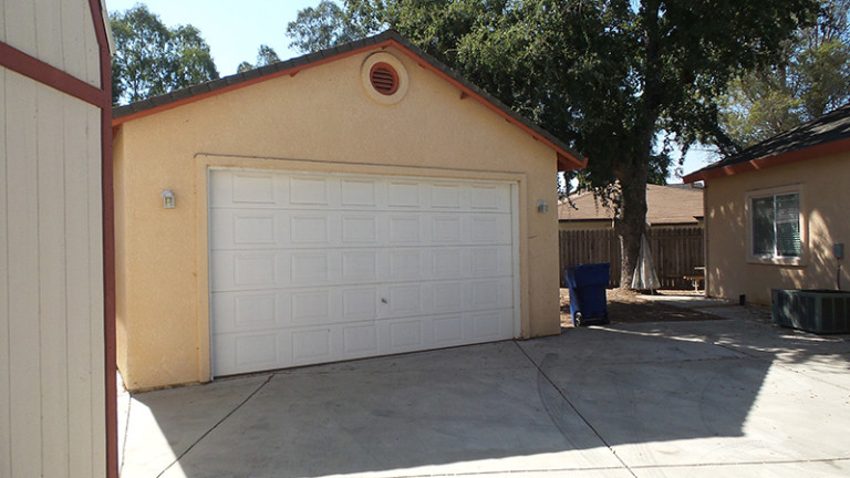 home for sale garage man cave